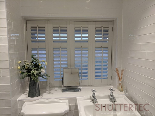 bathroom plantation shutters