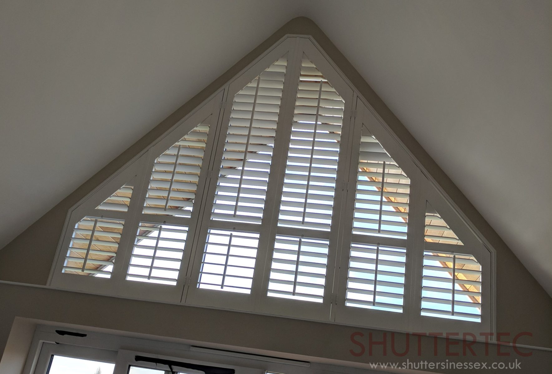 triangle shutter